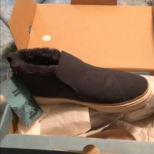 Brand new Tom's suede shoe